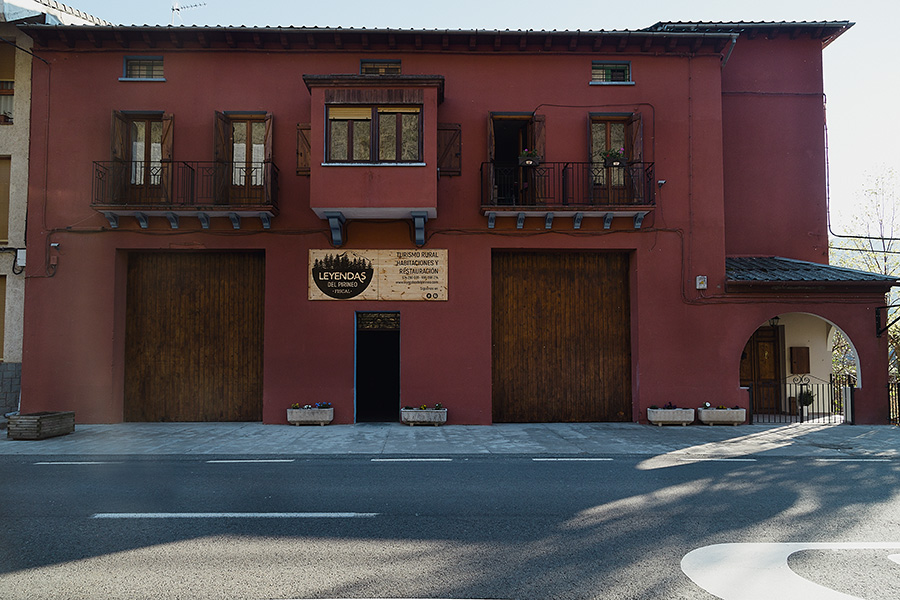 Rotulo de Madera con Vinilo para Exterior